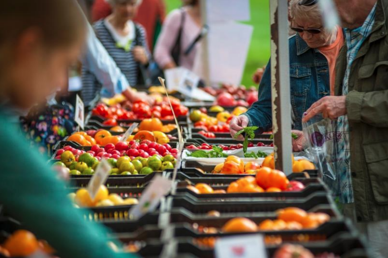 Eating Healthy. Buying Local. Building Community. An Evaluative Summary of the Nourishing Communities: Food Coupon Pilot Program  Prepared by the Acadia Entrepreneurship Centre